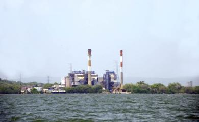 La planta de generación eléctrica Termocandelaria es esencial para el desarrollo industrial de la zona. Su ubicación estratégica, le permite suministrar tanto gas como combustible líquido.