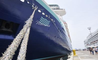 En una operación logística sin precedentes la Terminal de Cruceros de Cartagena se prepara para embarcar 1600 turistas en el crucero Monarch de Pullmantur el primer día del año.