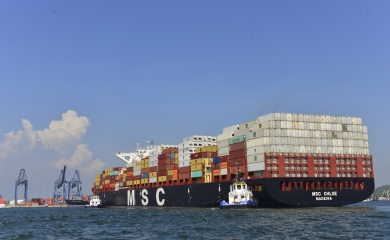 plataforma portuaria -  barcos neopanamax llegan con frecuencia a Cartagena
