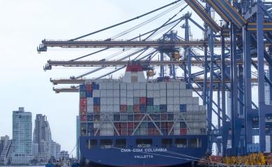 Este es buque neopanamax CMA CGM Columbia con capacidad 10.034 TEU atendido en los muelles de la SPRC durante esta semana