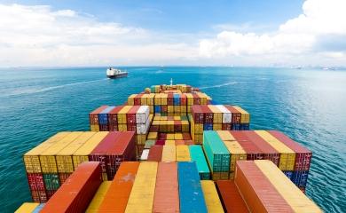 Contenedores entrando al Puerto de Cartagena