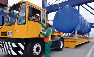 Consciente de que la dinámica portuaria y logística ameritan fomentar la seguridad, la Organización Puerto de Cartagena planifica y ejecuta todos sus programas preventivos con miras a mitigar el riesgo, para asegurar un ambiente de trabajo seguro que preserve la salud en general.