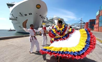 En total se esperan 8.962 visitantes de los cuales 684, que llegan en el Silver Whisper, pernoctarán en la terminal en la noche del 23 de diciembre lo que permite abrir nuevas expectativas para disfrutar de servicios y rutas turísticas nocturnas de la ciudad de Cartagena.