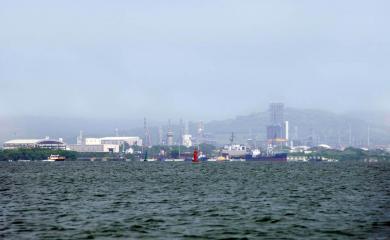 Un fuerte clúster industrial se ha consolidado durante las últimas décadas en la bahía de Cartagena. Este ha sido fundamental para el desarrollo de Colombia y especialmente de la región Caribe.