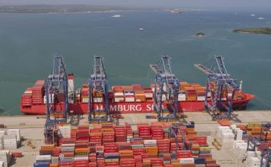 El buque Cap San Tainaro tiene una capacidad nominal de  11.200 TEU y arribó por primera vez al Puerto de Cartagena.