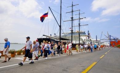 El crucero Zenith realizará operaciones de embarque en Cartagena cada sábado hasta el 14 de octubre.