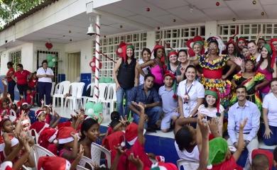 Coral Princess entregó más de 200 regalos a los niños de la comunidad de Albornoz. Esta actividad se conoce como Gift Project y se ha realizado en los últimos cinco años en Cartagena