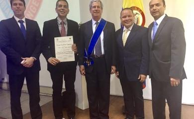 Ingenieros de la Sociedad Portuaria Regional de Cartagena y de CH Pereira CIA S.A.S tras recibir el Premio Nacional de Ingeniería de la Sociedad Colombiana de Ingenieros.