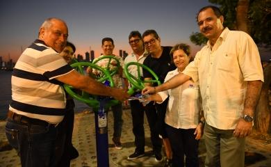 Un total de 10 máquinas biosaludables entregó la Fundación Puerto de Cartagena a la comunidad de Manga, Las Colonias y cartageneros en general