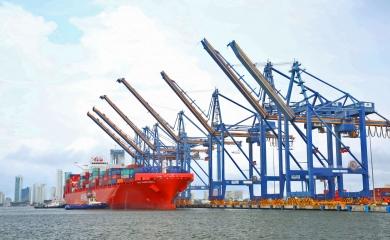 Neopanamax San Christobal, el buque portacontenedor más grande de la línea Hamburg Süd que ha llegado a los muelles de la Organización Puerto de Cartagena