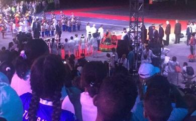 Por una invitación que hiciera el alcalde mayor (e) de Cartagena de Indias, Sergio Londoño Zurek, 200 niños de la Fundación Puerto de Cartagena asistieron a la despedida del papa Francisco en el aeropuerto Rafael Núñez, quien estuvo en Colombia durante cinco días recorriendo las ciudades de Bogotá, Villavicencio, Medellín y Cartagena.