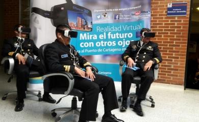 Los asistentes a la charla de Oceanopolítica tuvieron la posibilidad de vivir la experiencia del puerto en 360º