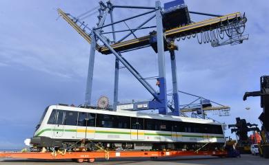 Históricamente la Organización Puerto de Cartagena consu línea de servicios para carga extradimensionada y suelta haservidocomo puerta para la infraestructura de sistemas integrados de transporte para ciudades como Medellín, Pereira y Bogotá.