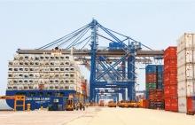 Al hacerse complejas las redes marítimas, surgieron los hubs o centros de transbordo especializados