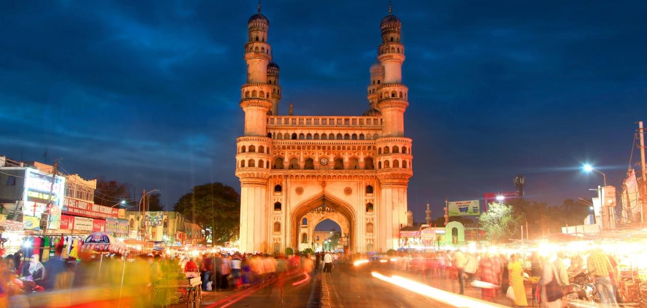 El Charminar, mezquita y monumento de India.