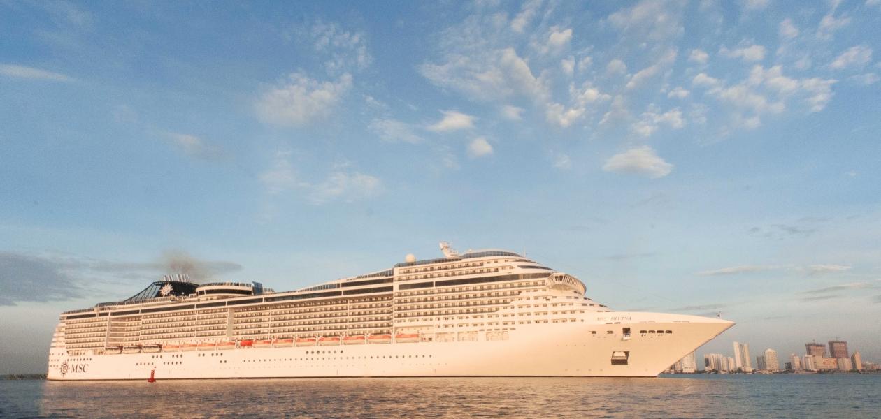Con una eslora de 333 metros y una capacidad para 5.329 personas, el MSC Divina se constituye en el barco más grande de la temporada de cruceros 2017-2018 del país.