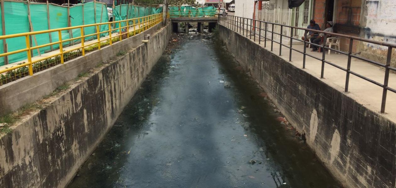 El canal es una obra de infraestructura totalmente revestida en concreto y tiene una longitud de 380mts aproximadamente.