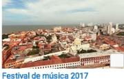 El concierto en el Puerto de Cartagena se distingue dentro de los conciertos del festival por ser el que mayor público recibe con un aforo para 3.000 personas y por una escenografía única y exclusiva entre grúas, muelles y patios, donde se erige un escenario junto a la hermosa bahía de Cartagena y sus aguas del mar Caribe.